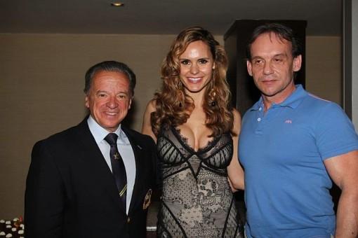 Na ocenení sa zúčastnili aj také osobnosti z U.S.A ako fitness modelka a majsterka sveta Timea Majorová a prezident IFBB Rafael Santoja. Na obrázku s D. Ďubekom.