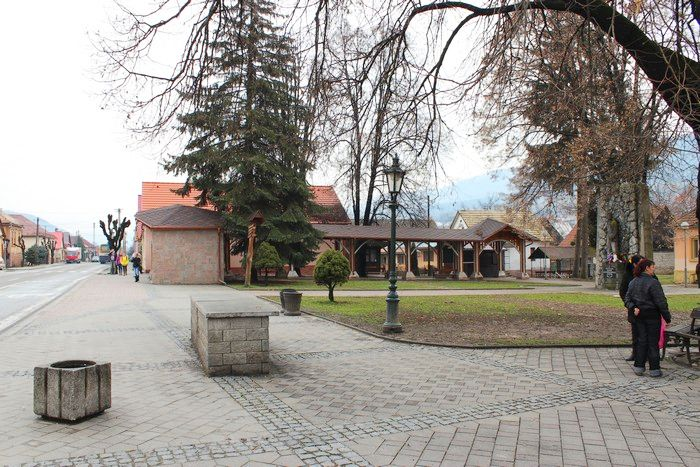 Nová autobusová zastávka a promenáda v centre Klenovca